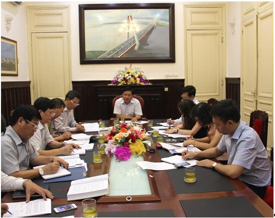 Bộ Trưởng GTVT Đinh La Thăngthảo luận thi bằng lái xe hạng FC